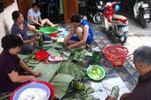 Người Huế ở Cam Ranh gói bánh tét ngày cuối năm