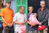 Góp từng nắm gạo giúp người nghèo