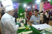 Đầu bếp nước ngoài đến siêu thị Việt Nam nấu ăn