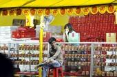 Bánh Trung thu: Nhiều người xem, ít người mua