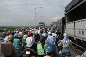 Sáng nay (26/7), giao thông hỗn loạn trên cầu Phù Đổng