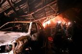 200 cảnh sát chữa cháy xưởng gỗ trong đêm
