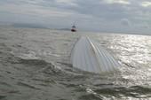 Clip cứu nạn 21 người trên con tàu bị lật