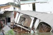 Sạt kênh Thanh Đa, 11 hộ dân mất nhà
