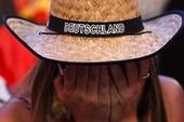 Nước mắt nữ CĐV Đức