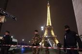 Tháp Eiffel bị dọa đánh bom, 1.400 người sơ tán