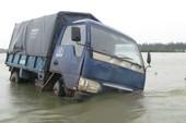 Lũ, thủy điện nhấn chìm nhiều vùng từ Huế đến Bình Định
