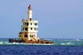Ánh hải đăng trên đảo Tiên Nữ