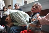 Chùm ảnh: Phiên tòa xét xử người cha nhẫn tâm đốt con mới ba tuổi