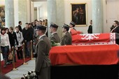 Người Ba Lan xếp hàng dài viếng tổng thống