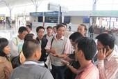 Trễ chuyến bay, hàng trăm hành khách bị đói
