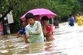 Mưa lũ khiến TP Huế chìm trong biển nước