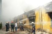 TP. HCM: Cháy kho vật tư, thiệt hại hơn 3 tỉ đồng