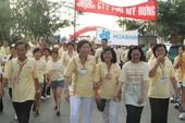 Hơn 13.000 người tham gia đi bộ từ thiện