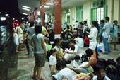 Tàu trật bánh, hàng trăm khách kẹt tại Nha Trang