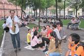 Gã Tây thổi kèn giữa phố Sài Gòn