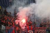 Cổ động viên CSKA đốt pháo sáng, đánh cảnh sát Roma