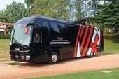 Sốc: Quá nghèo, AC Milan bán cả… xe bus của CLB