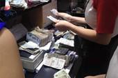 Hà Nội: Mang 18,5 triệu đồng tiền lẻ đi mua iPhone 6 Plus 64 GB