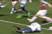 Rooney trượt chân vô duyên, MU hỏng ăn