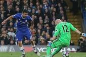 Chelsea chạm một tay vào chức vô địch