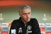 Mourinho tuyên bố Ajax nên... ở nhà: MU sợ mất cúp?