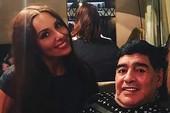 Maradona làm chuyện đồi bại với nữ phóng viên xinh đẹp
