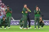 VĐV Cricket bị bóng đập vào mặt,đồng đội ôm đầu cực sốc