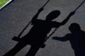 Bé gái 4 tuổi bị xâm hại khi đi xem bóng chuyền cùng mẹ