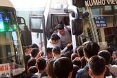 Bến xe đông nghịt người trong dịp nghỉ lễ