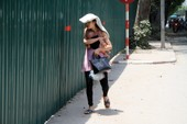 Hà Nội: Người dân vật vã trong nắng nóng
