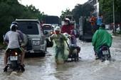 Hà Nội: dịch vụ 'cứu hộ' kiếm bộn tiền nhờ ngập