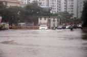 Ảnh hưởng bão, phố Hà Nội thành sông, sinh hoạt đảo lộn