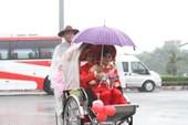 Lễ cưới của 100 cặp đôi công nhân, rước dâu bằng xe đạp