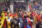 Toàn cảnh lễ hội và những 'biến dạng nguy hiểm'