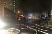 Hàng trăm xe bị thiêu rụi trong vụ cháy chung cư Xa La