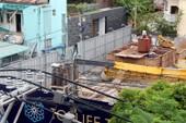 Xe cẩu chục tấn đè sập trường mầm non giữa trung tâm thành phố