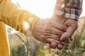 Vợ chồng lâu năm sẽ có đặc điểm sinh học giống nhau