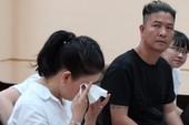 Ngọc Trinh rơi nước mắt tại phiên xử vụ kiện nhà hát