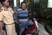 Truy đuổi bắt giữ kẻ cướp xe mô tô trên Quốc lộ 1