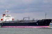 8 người nhái lặn thám sát tàu chở hóa chất mắc cạn