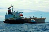 Bơm gần 10 ngàn tấn dầu để cứu tàu chở hóa chất