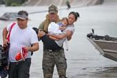 Tình người Việt trong siêu bão Harvey