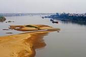 Sông Hồng cạn dòng chảy vì khai thác cát, thủy điện