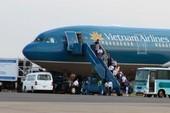 Hành khách mở cửa thoát hiểm làm chuyến bay bị chậm