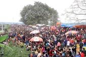 Clip: Giẫm đạp lên nhau tại lễ hội phết Hiền Quan