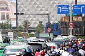 Clip: Dòng xe kẹt cứng trên đường vào Tân Sơn Nhất