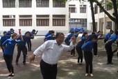 Điệu nhảy 'Đàn gà con' cực dễ thương của thầy phụ trách