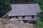 Trăm người tìm 18 nạn nhân bị đất đá vùi lấp