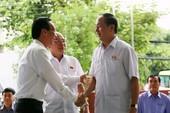 Chủ tịch nước Trần Đại Quang tươi cười gặp cử tri TP
